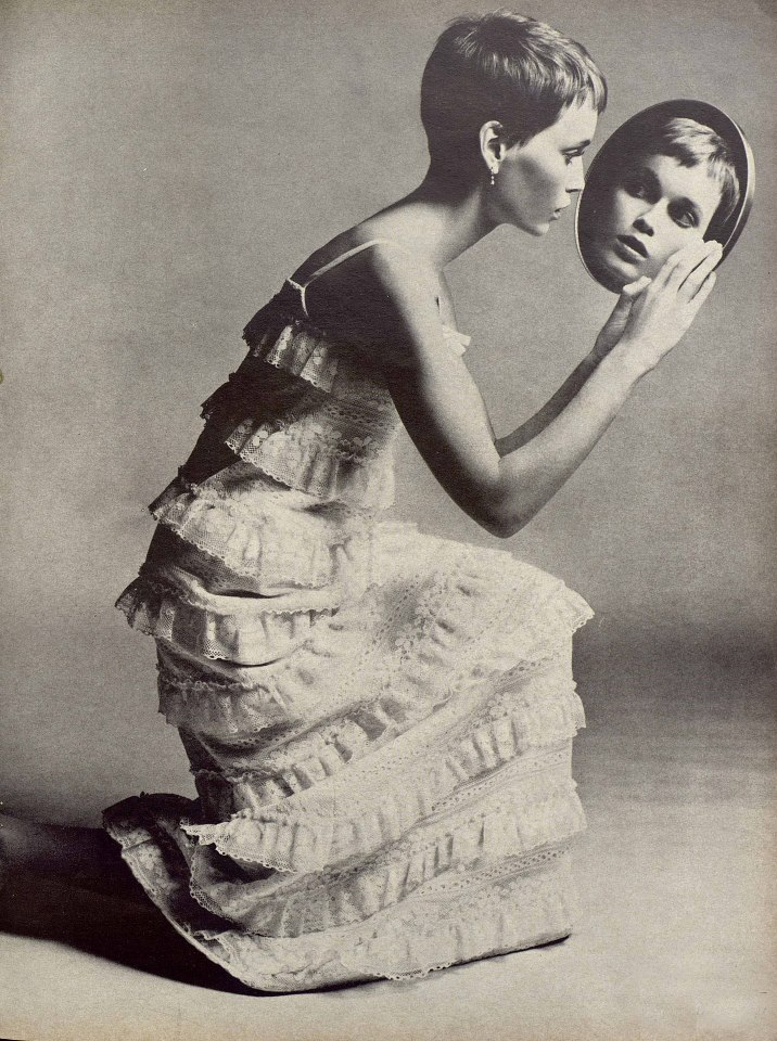 Mia Farrow - Vogue 1966. Photo by Richard Avedon (1923-2004)